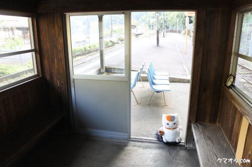 夏目友人帳聖地瀬戸石駅待合室入り口